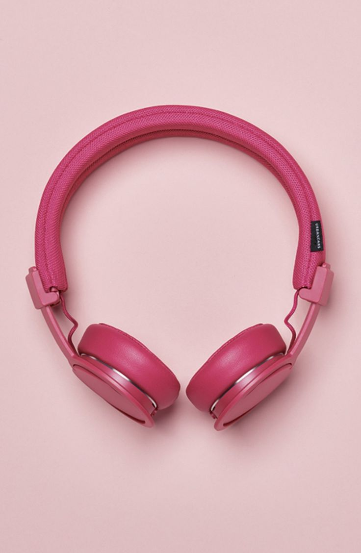 Obsessing over these wireless headphones that make it easy to listen to the fave tunes in style.