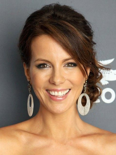 celebrity hairstyles, Kate Beckinsale, Kate Beckinsale hairstyle, side part, updo, casual updo, sideswept bangs, messy bun #sideUpdos