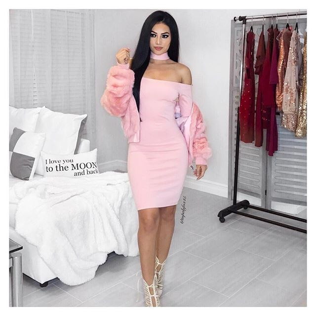 Pretty in pink  #ootd Dress: @sweetheaven_boutique Code: Maria Faux fur jacket: @gojane #valentinesdayoutfit