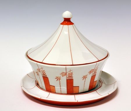 Soup-tureen by Nora Gulbrandsen (decor) and Hans Flygenring (model) for Porsgrund Porselen. In production between 130-1935 Model nr 1825.