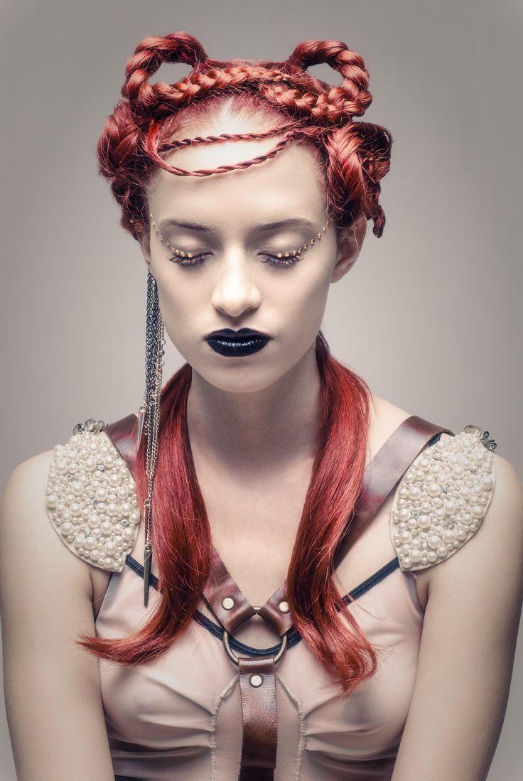 PH: Sara Ju Modelo: Daniela Izaciga MAKEUP & HAIR: Ezequiela Hair and Makeup — with Carolina D' Lacoste and Frases Accesorios at FotoDesign Bogota.
