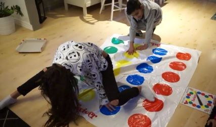 http://funnyfamily.se/wp-content/uploads/2017/03/twister.jpg