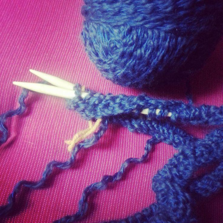 Apprendre à tricoter avec des aiguilles circulaires, c'est facile. Découvrez toutes nos astuces et nos conseils pour vous lancer sans accrocs.