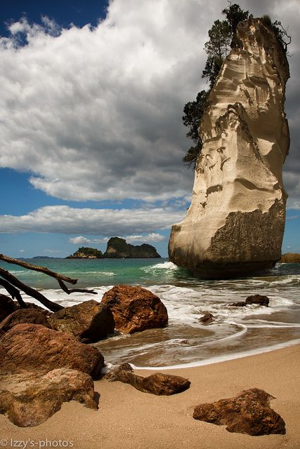 Cathedral Cove Beach, Coromandel Peninsula, New Zealand Ailleurs communication, dotations, voyages, jeux-concours, trade marketing www.ailleurscommunication.fr