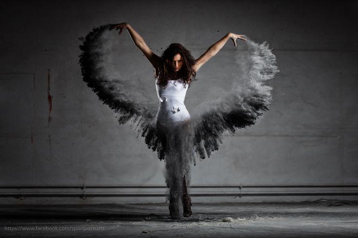 Dark Angel - Mehlshooting mit Tänzerin - Dark Angel with wings of dust. Flour / dust shooting with strobes in an abandoned building. Mehlshooting dunkler Engel. Die Flügel sind gefärbtes Mehl. Das Tutorial dazu gibts bei mir auf Youtube...