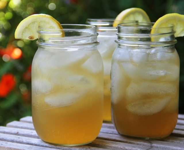 John Daly: like an Arnold Palmer but with vodka (lemonade, iced tea, vodka) - looks so refreshing and tasty!!