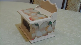 Decoupaged Garlic Box - Manualidades Kitty Valerie