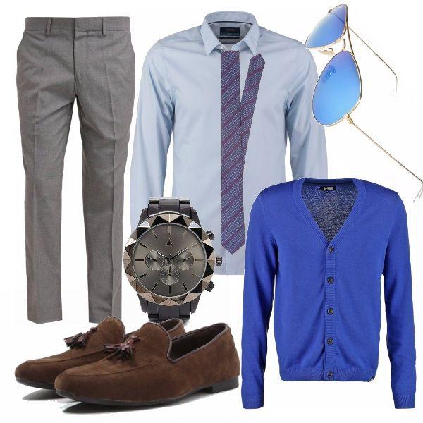 Al classico abbinamento camicia e pantalone, abbiniamo il cardigan blu elettrico per dare un pizzico di originalità anche al look da lavoro. La cravatta è formale, mentre i mocassini sono modaioli. L'orologio (oltre ad essere un ottimo regalo di Natale) grazie alle lunette intercambiabili permette di giocare con diversi look e stili. Gli occhiali da sole specchiati sono perfetti per riprendere con discrezione il colore protagonista.