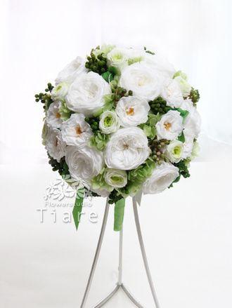 プリザーブドフラワーのウェディングブーケ 花工房Tiare(Flowerstudio Tiare)  白xグリーンの繊細&ナチュラルなラウンドブーケ