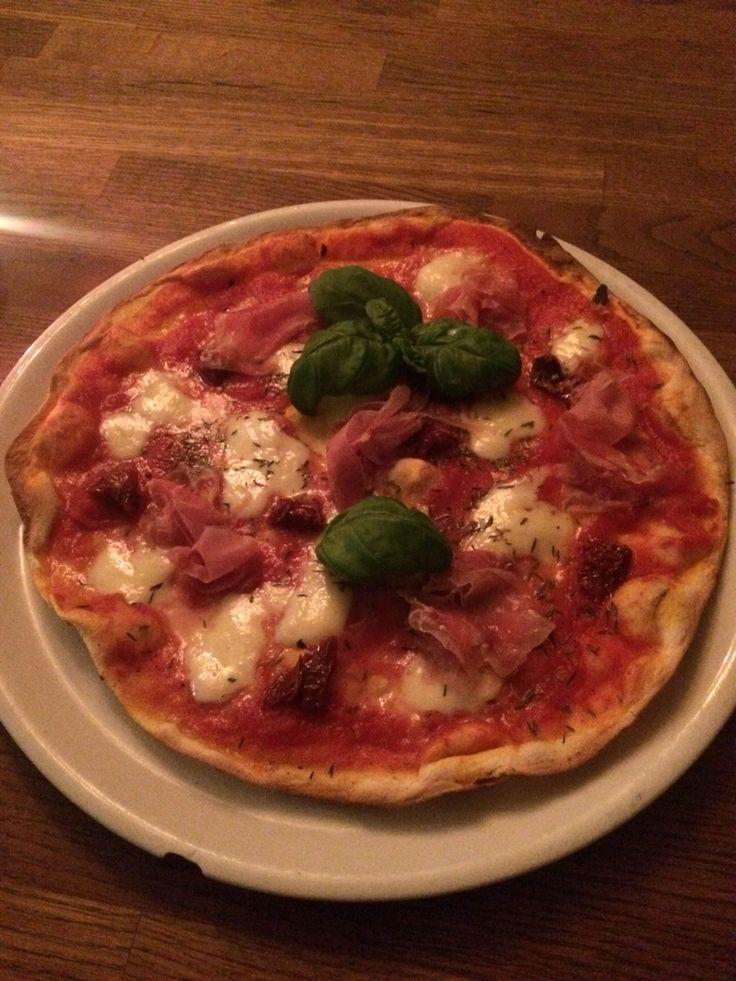 Pizza bei Signor Gianni in der Zerogradi