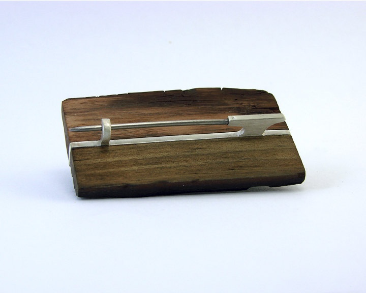 Beach wood brooch. Gustavo Paradiso