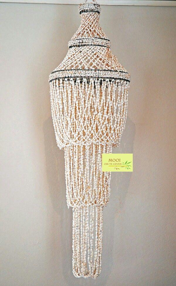 Bohemian Shell chandelier.  Zak kroonluchter gemaakt van duizenden schelpjes.