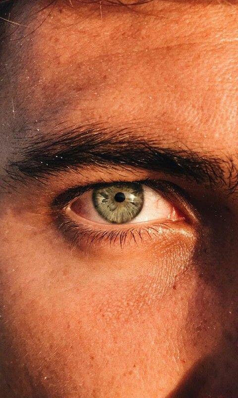 представляют собой мужские карие глаза фото черные вечерние