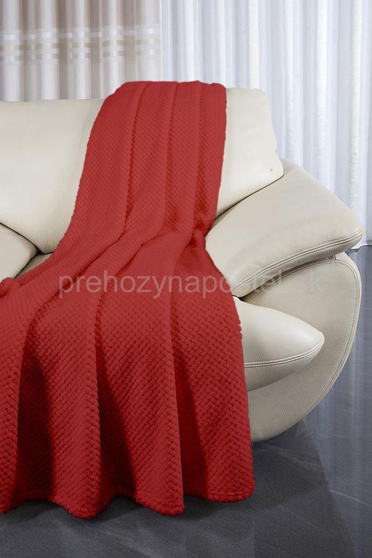 Červené gaučové prehozy