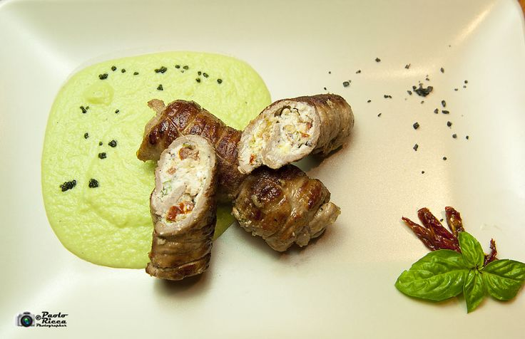 Involtini di manzo con ricotta ai sapori liguri con crema di broccoli