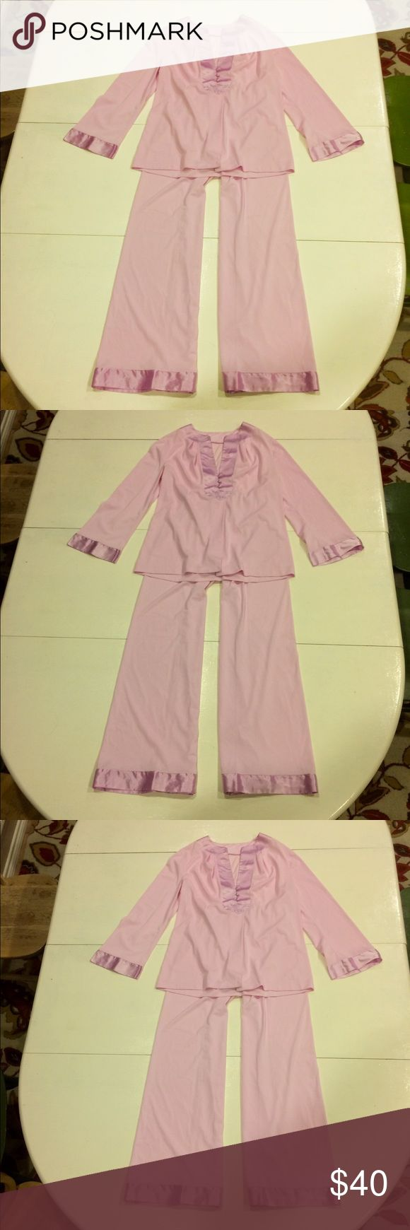 💘VintGossardArtemisSilkyPajamas💘 Lucky Find!! 1960's Gorgeous Pajama Set in Excellent Condition                        Lilac Tricot Fabric, Wide Satin Trim on Cuffs and chest of shirt and the cuffs on the pants. The softest, smoothest material that you just don't see anymore.  3 satin covered buttons at the chest, and beneath that the top is open. Elastic waistband on the pants and awesome flared legs.                        SeeCommentsForMeasurements             💖💖💖💖💖💖💖💖💖💖💖💖💖…