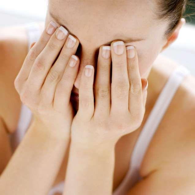 Te habrás dado cuenta de que después de frotarte los ojos aparecen puntos luminosos durante algunos segundos. Bueno, estas luces tienen un nombre, se llaman fosfenos. Están causados por la estimulación de las células de la retina, el mismo efecto que se experimenta durante la meditación, bajo el efecto de las drogas alucinógenas, estornudando, riendo, tosiendo, cuando te golpean en la cabeza o ante una bajada de presión arterial producida al levantarse demasiado rápido. #retina #nombre…