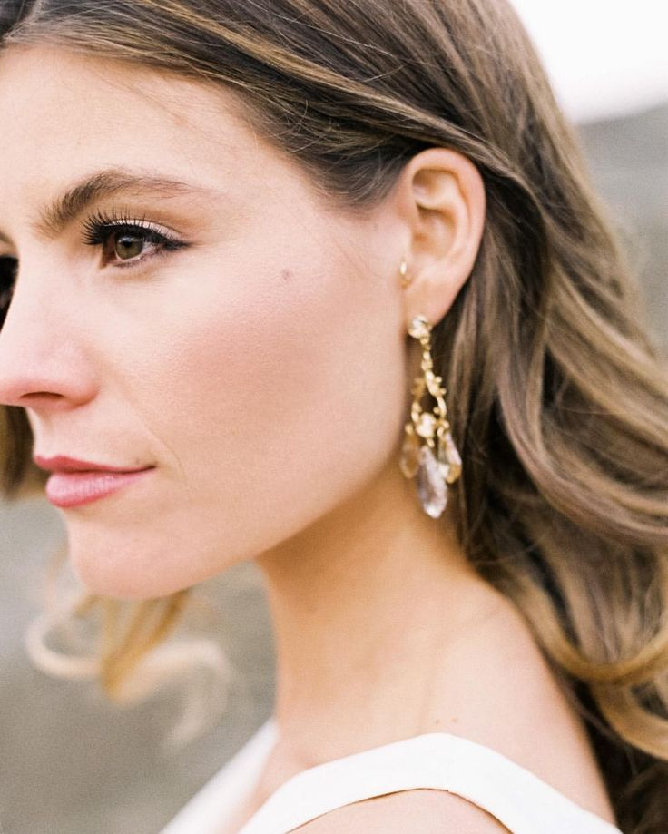 Nice natural makeup look...  Quick tip for your wedding makeup- Be you! Be natural, don't follow trends on social media. Skin is in! . #desertandsage . . Film Lab - @thefindlab Coordination - @sweetpeateam Florist - @sarajanecamacho Rentals - @vintageambiance Hair & MU - @yessielibby Calligraphy & Stationary - @seniman_calligraphy Gown - @saintisabelbridal Veil - @theveiledbeauty Models - @mackenziealtig