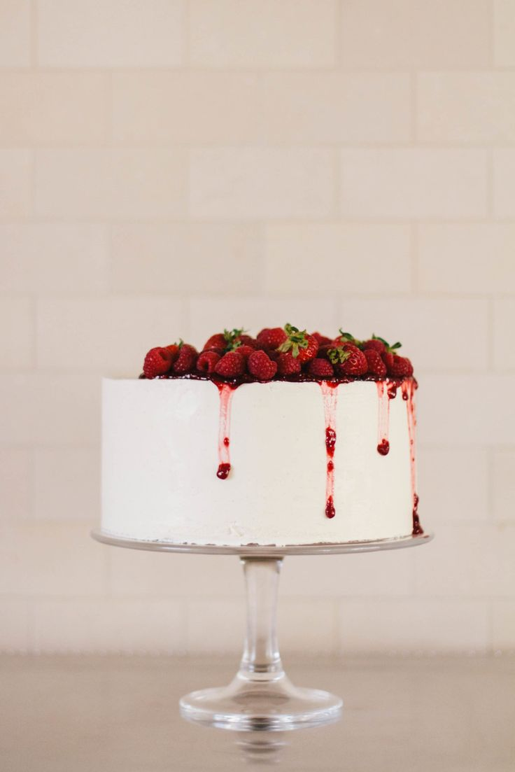 Strawberry cake from Pippa Cakery: Cakes Desserts, Tops Cakes, Strawberries Cakes, Pippa Cakeri, Cakes Ideas, Raspberries Cakes, Simple Cakes, Cakes Photography, Birthday Cakes