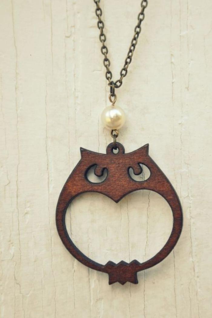 collier hibou, pendentif hibou en bois, sautoir hibou Trouvez l'inspiration sur www.atelierbijouxceramique.fr