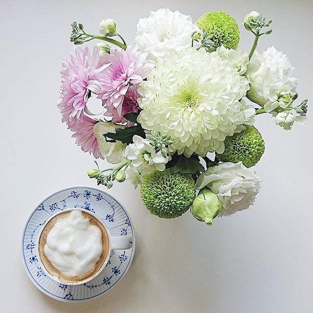 Monday coffee and fresh flowers @yoko.k.0119 #RoyalCopenhagen #BlueFlutedPlain