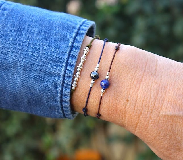 Des bracelets cordons associés  à des pierres de gemmes hepatite et lapis lazuli chez http://www.unbijouforyou.com