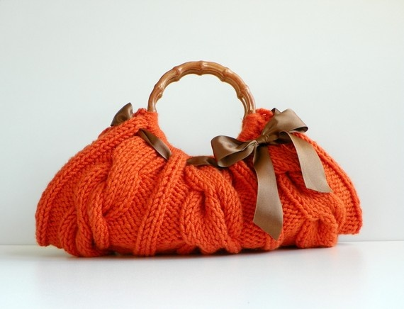 Just like Loops' Cable Couture bag, but with a smaller handle to accentuate the baguette effect.  Love the orange!