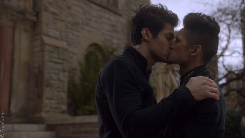 Is there anything more beautiful than a MALEC KISS? How about, no? |<<<so true it hurts.