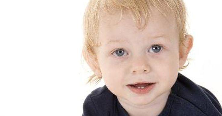 Motivos de la dentición tardía. De cada 2000 a 3000 infantes, uno nace con dientes natales, aquellos dientes presentes durante el nacimiento. Sin embargo, la primera erupción de la dentición no se espera hasta el tercer o cuarto mes de la vida del bebé. Si la erupción de los dientes comienza previo a esto, se considera una dentición temprana. Si para el décimo tercer mes tu bebé ...