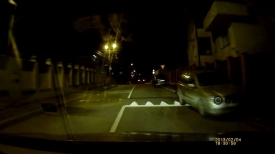 Se intampla in Cluj: soferita depaseste pe linie continua, peste un limitator de viteza - VIDEO