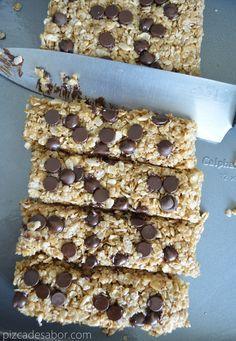 Con ingredientes naturales, son parecidas a las barritas de granola Chewy, no tienen aditivos, conservadores, fáciles de hacer, no tienes que prender el horno, sin tanta azúcar.