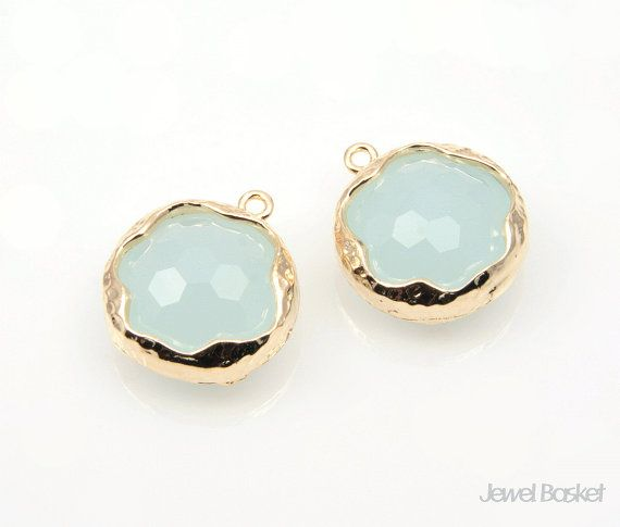 Alice Blue Color Faceted Glass and Gold Framed Round Pendant / 14mm / SABG056-P (Small Size)  - Highly Polished Gold Frame (Tarnish Resistant) - Alice Blue Color Faceted Glass - Brass and Glass / 14mm - 2piece / 1pack