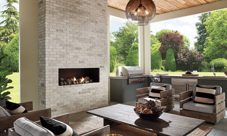 Eldorado Stone - TundraBrick® Outdoor kitchen, fireplace, living area