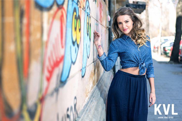 """În acest sezon, KVL a cooptat-o pe Otilia, artista ce interpretează super hit-ul Bilionera, pentru a fi imaginea de campanie introductivă în noul spirit Urban Free Style estival. Proiectul multimedia – foto si video – """"KVL presents Otilia"""" – o urmareste pe artistă în aspectele esențiale ale vietii sale cotidiene, spiritul Urban Free Style fiind capturat prin ținutele complete KVL."""