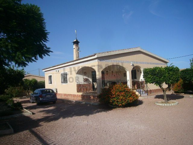 SOLD! Reduced to 175000€ Spacious Villa (detached) with room for pool and with up to date paperwork near Catral Spain Ref: Cat GP