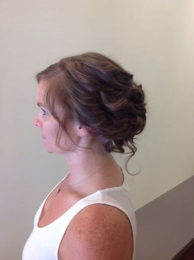 Beautiful bridal hair from Salon Entrenous Stylist Lola!