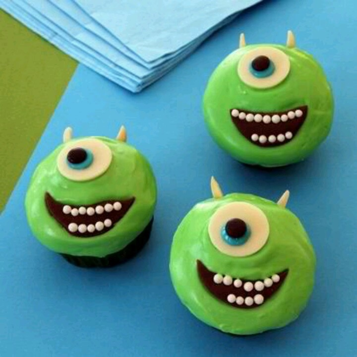 Learn how to make these fun Halloween monster cupcakes modeled after Monsters Inc.  | Disney Halloween Food | Disney Halloween Recipes | Disney Halloween Treats |