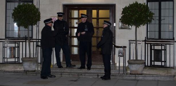 Recepcionista que caiu em trote a hospital de Kate é encontrada morta
