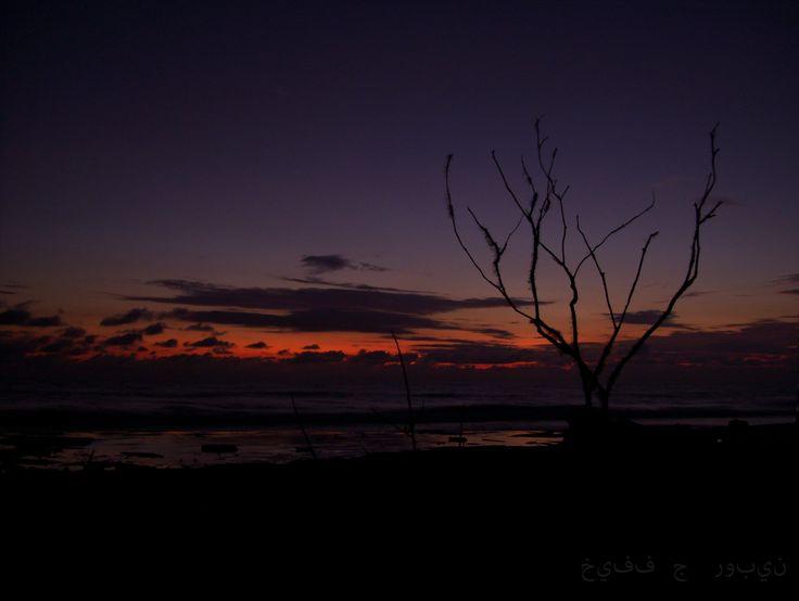 El caer de la noche, en la playa de la Barra. Buenaventura.