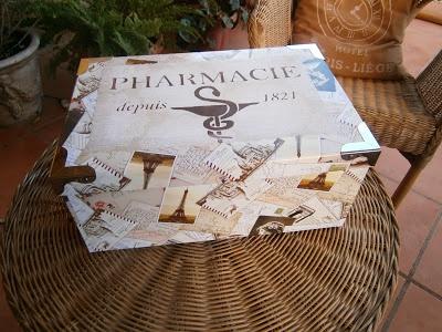 Caja para medicamentos decorada con stencil en la tapa