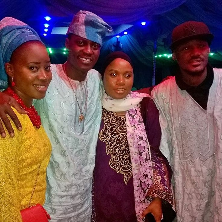 WHAT SHOULD WE DO TO 2FACE O! WEARING THIS OUTFIT – Demtalk.com – Orson Welles once said 'Style is knowing who you are, what you want to say, and not giving a damn.' Looks like that is exactly what 2face Idibia did at Sound Sultan 's sister's wedding ceremony yesterday, January 24, 2015. 2face joined the bride's brother in... #2face #fashion #soundsultan'ssister'sweddingceremony