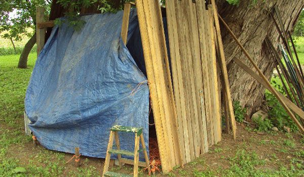 Need a place to hide? Here are 13 handsome homemade forts.   KaBOOM!