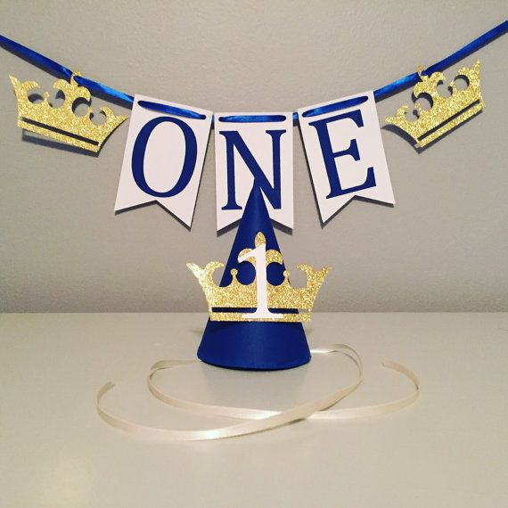 How perfect is this for smash cake pictures?!? Royal Prince themed first birthday high chair banner and matching party hat. Having a