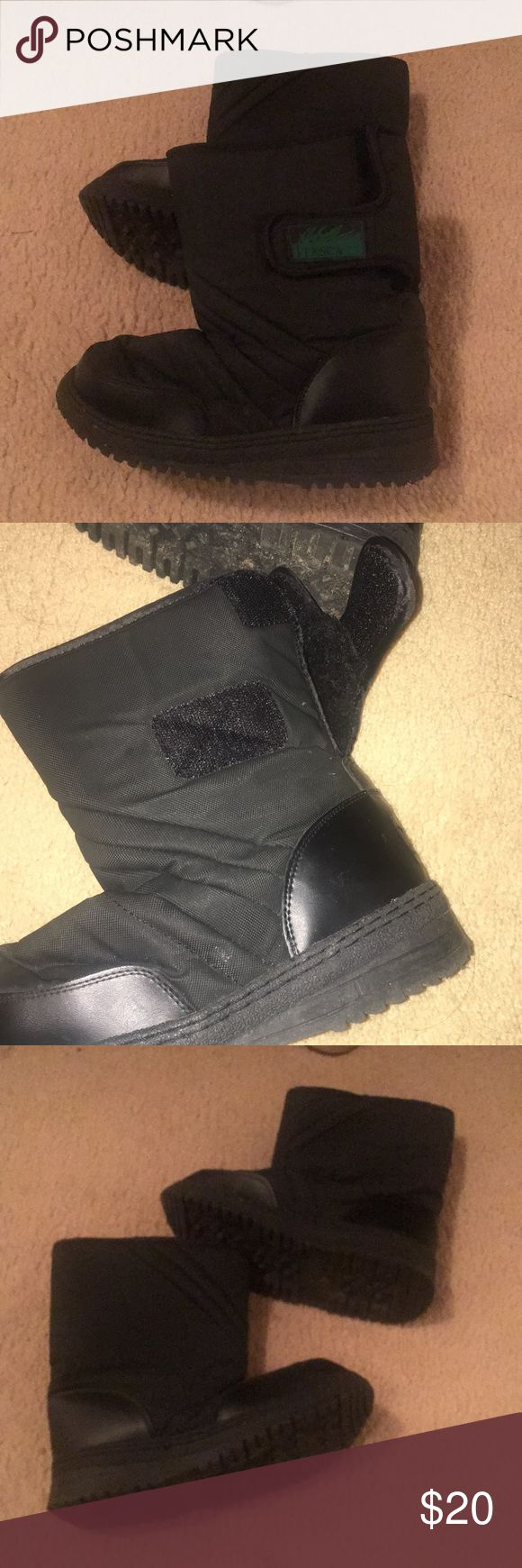 Kids snow boots Worn a handful of times. Still awesome. Black with green detail. Black fur inside. Velcro closure. Very easy to wear. Make an offer Shoes Rain & Snow Boots