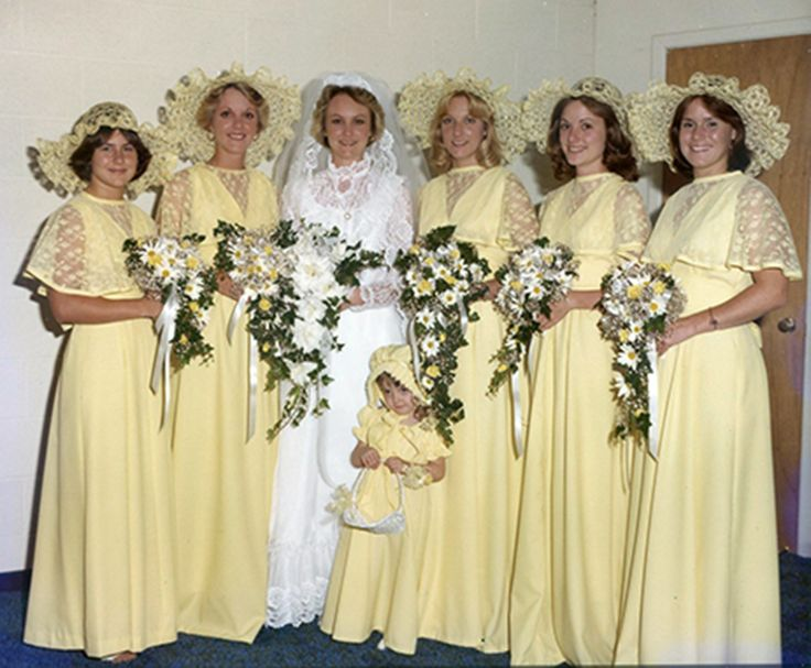1976 wedding - All those daisies and hats!!