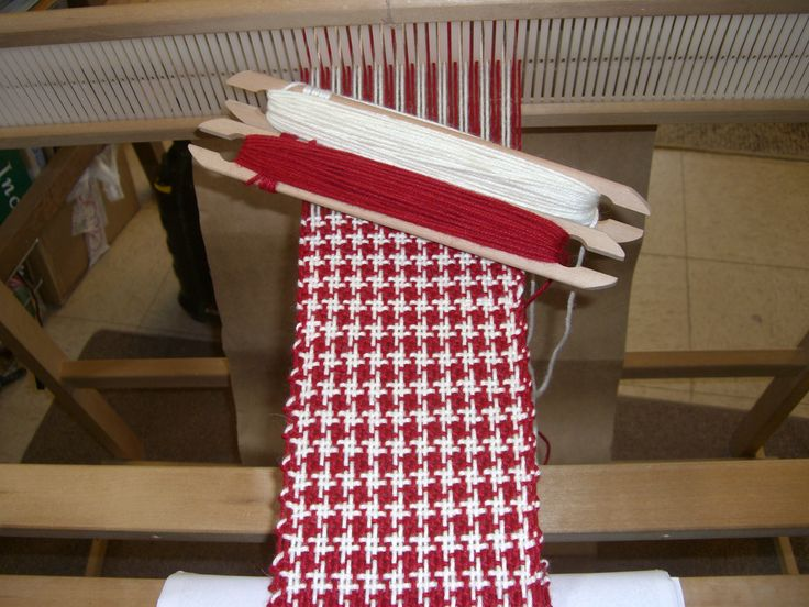 weaving houndstooth on Ashford rigid heddle loom. I've been DYING to learn this.