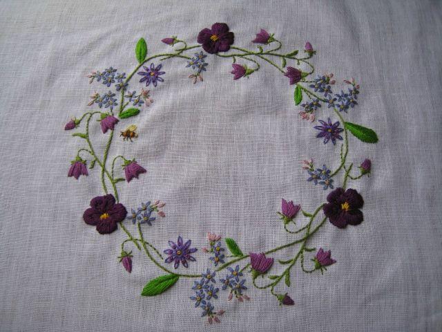 Kazuko Aoki, borduurwerk bloemenkrans