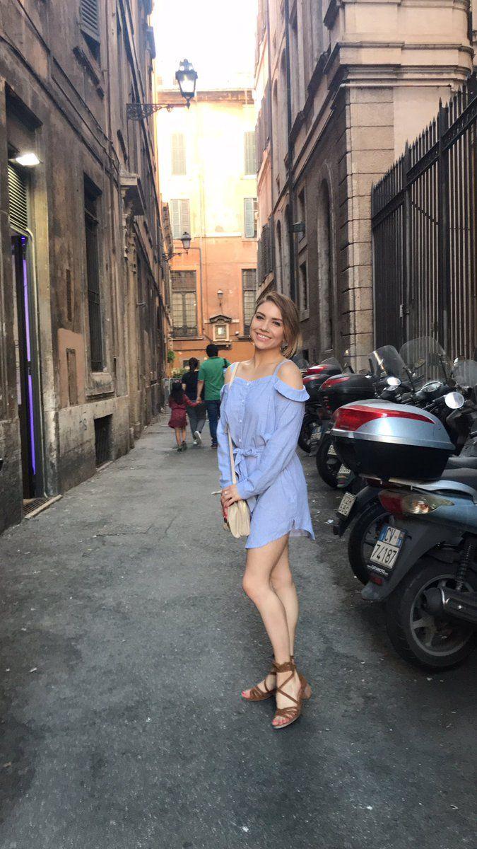 "Jenna Johnson on Twitter: ""When in Rome  https://t.co/IhBce3rkdL"""