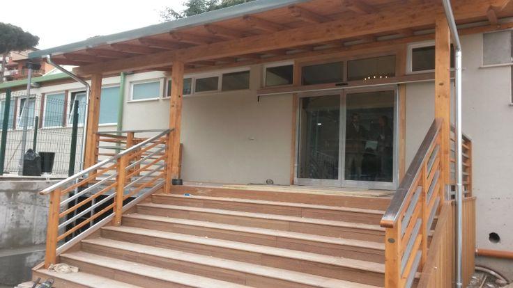 tettoia in legno,con ringhiera in acciaio e legno ,scala in legno iroko