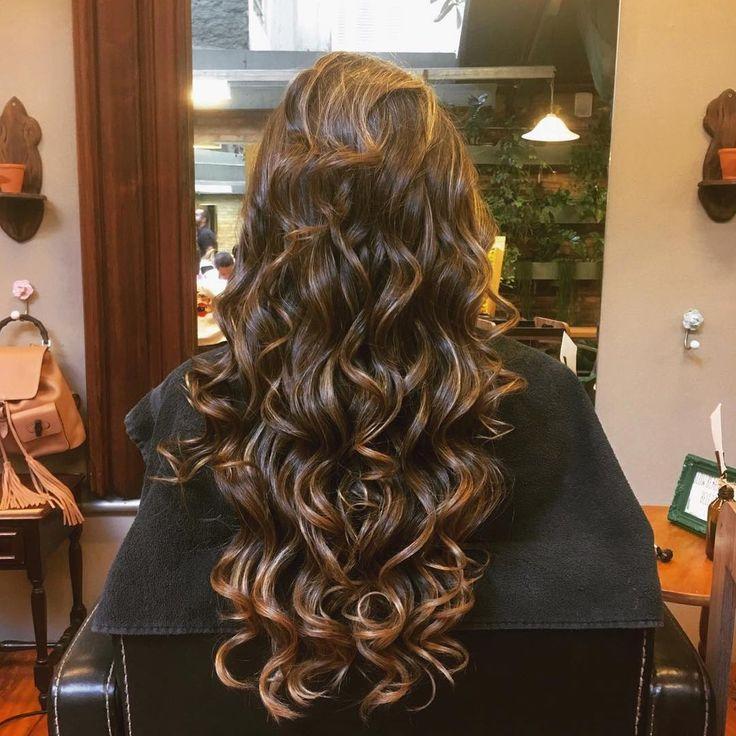 Esse é o resultado do tratamento #encantodaluacheialaces. Porque cuidar da saúde dos cabelos é a nossa paixão!!! Longos saudáveis sempre!!! 🌕✨🙌🏻💇🏻#crescimentocapilar #cabelossaudaveis #lacesandhair #lua #longossaudaveis